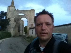 19-07-2011 Ramond bij ruine klooster San Anton (Camino de Santiago)